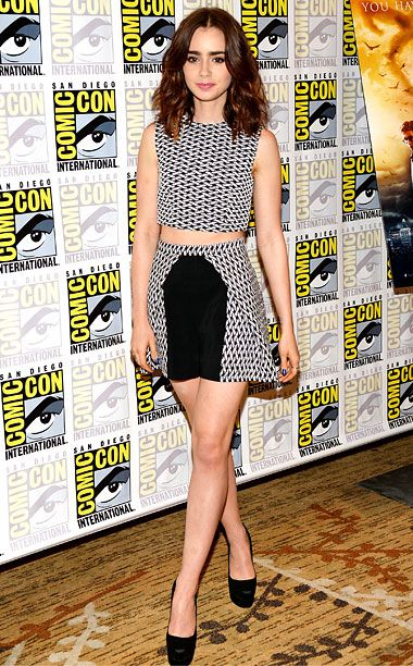 Lily-Collins-Red-Carpet-01.jpg