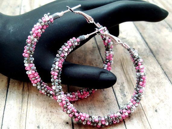 Schattig, flirterige en chique!  Deze prachtige baby roze, grijs en witte kralen…