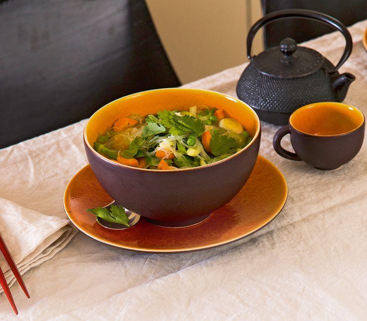 Das Wichtigste an diesem chinesischen Klassiker sind die Glasnudeln. Alles zusammen macht aber erst die leichte, würzige Suppe aus.