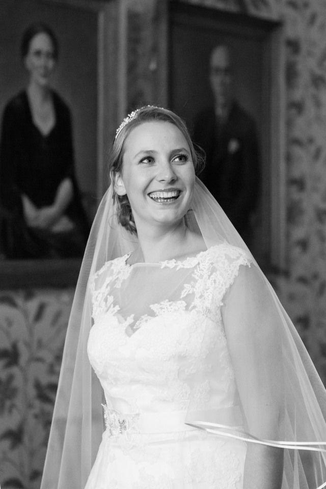 Credit: FloorFoto - huwelijk (ritueel), bruid, hoofddeksel, bruidegom, bruids, vrouw, jurk, mode, volk, huwelijk (burgerlijke staat), ceremonie, toga, prinses, portret, kleding, betrokkenheid, liefde, monochroom, betoverend