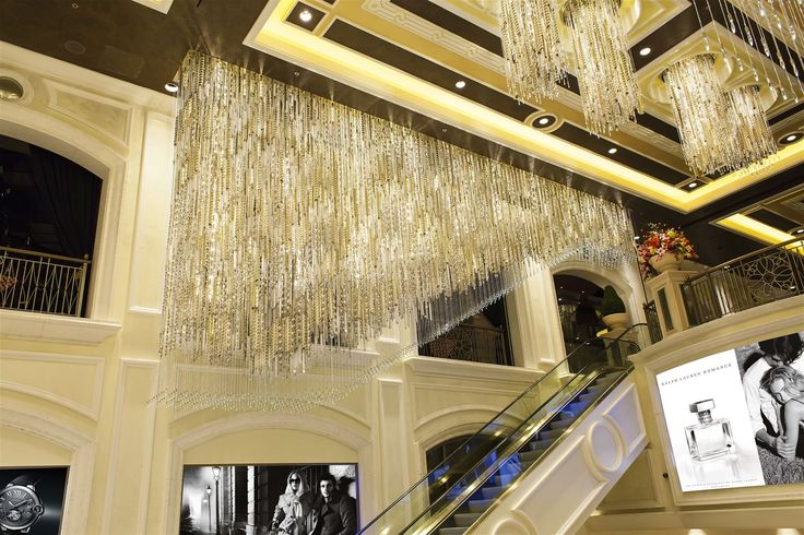 The staircase in Palazzo Hotel and Casino in Las Vegas leads away beneath an 11-meter fixture weighing 780 kg. A striking installation in itself, the guests must feel they will strike it lucky. #light #lighting #design #designlighting #interior #interiortrends #crystal #bohemiancrystal #chandelier #hospitality #hotel #staircaselights #staircaselighting #lightinginspirations #lightingtips #preciosa #preciosalighting #preciosainspirations