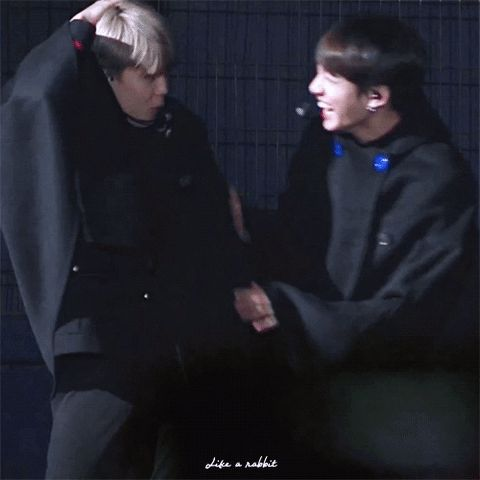 THE CUTEST THING EVER FUCKING FIGHT ME ❤️❤️❤️ jikook