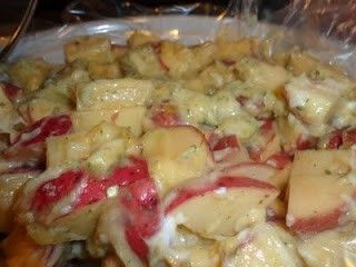 crock pot ranch potatoes - 2 lbs cut up red potatoes, 1 can cream of chicken soup, 1 cup sour cream, 1 ranch packet    Mix and throw in a crockpot, and cook on low for 6 hours