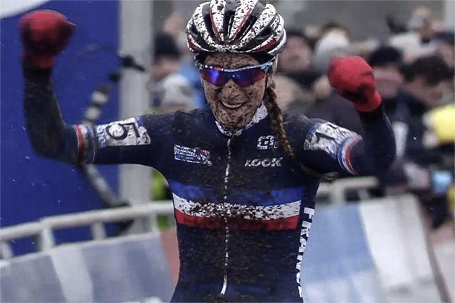 2015 UCI Cyclo-cross World Championships - Tabor (CZE) » www.ilovegirlriders.com/site/articles/9-races/78-2015-uci-cyclo-cross-world-championships-tabor-cze - Pauline Ferrand-Prevot - #ilovegirlriders #iamagirlrider #ilgr #girlriders #uci #cyclocross #worldchamps #tabor #PaulineFerrandPrevot