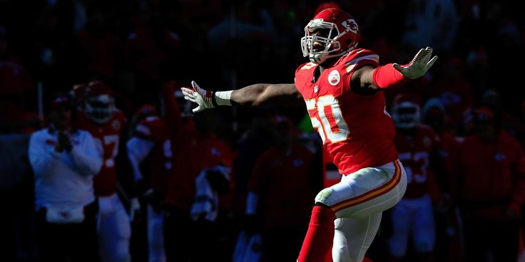 Justin Houston Strikes Gold: $101 Million Contract to stay with Kansas City Chiefs - http://movietvtechgeeks.com/justin-houston-strikes-gold/-With all the talk about Dez Bryant and Demaryius Thomas slinging the door open for future star wide receivers, it's easy to forget that Kansas City Chiefs outside linebacker Justin Houston hit it just as big Wednesday before the 4 p.m. ET deadline for franchise tagged players to sign multi-year deals.