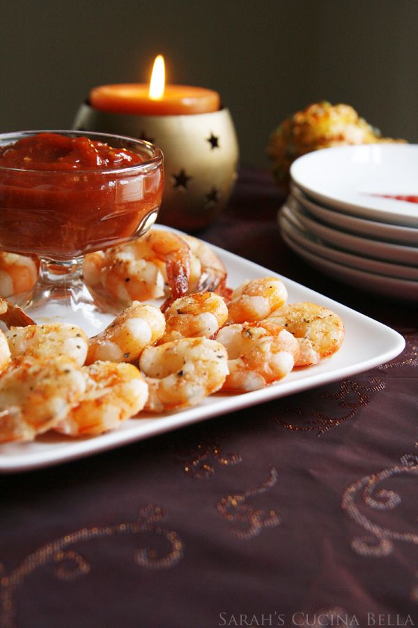 Roasted Shrimp Cocktail with Spicy Sriracha Cocktail Sauce #holidayappetizers #shrimpcocktail #HealthyHolidays #christmasappetizerrecipes