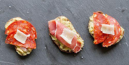 Tartines d'artichauts et chorizo / jambon cru // Artichoke, chorizo and cured ham tartines