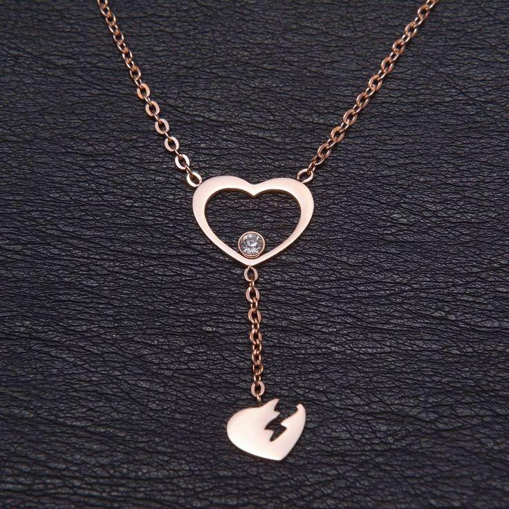 Το ιδανικό κολιέ για σας που λατρεύετε να φοράτε καρδιές!!!  Κολιέ από ατσάλι σε απόχρωση του rosegold από το κατάστημα Haritou!!!! Τιμή:14.90€