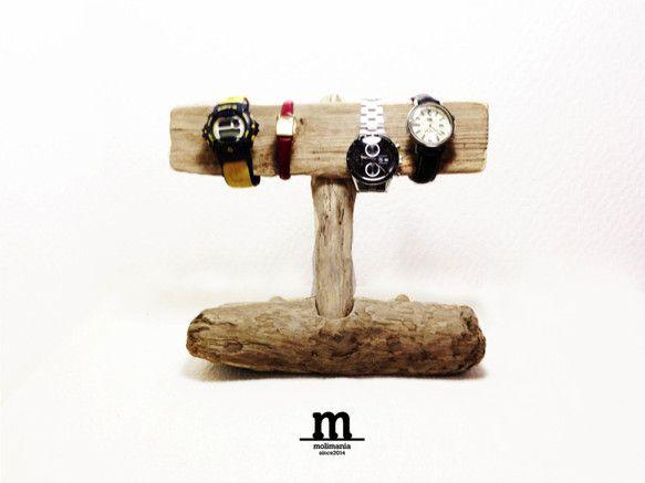 【作品について】 流木を使った時計スタンドです。 MEN'sの時計なら約4つレディースなら約6つ他にもブレスレットやバングルなどもかけることがで... ハンドメイド、手作り、手仕事品の通販・販売・購入ならCreema。
