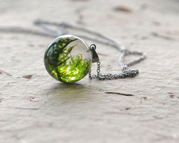 Echte Moos Globe Halskette  einzigartige Wald Harz von UralNature, $38.00