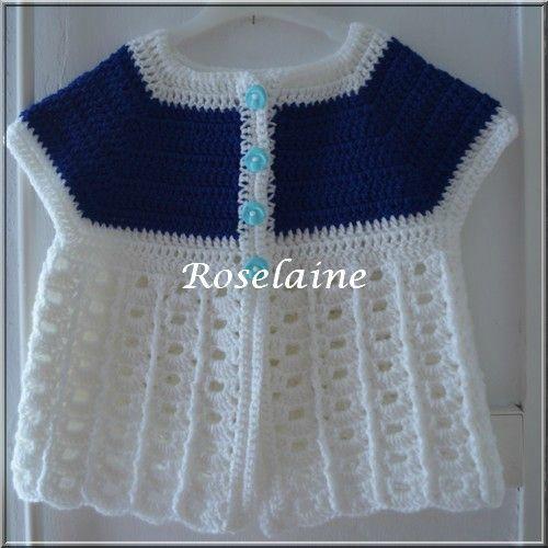 Une brassière bicolore au crochet - A blue and white baby summer coat