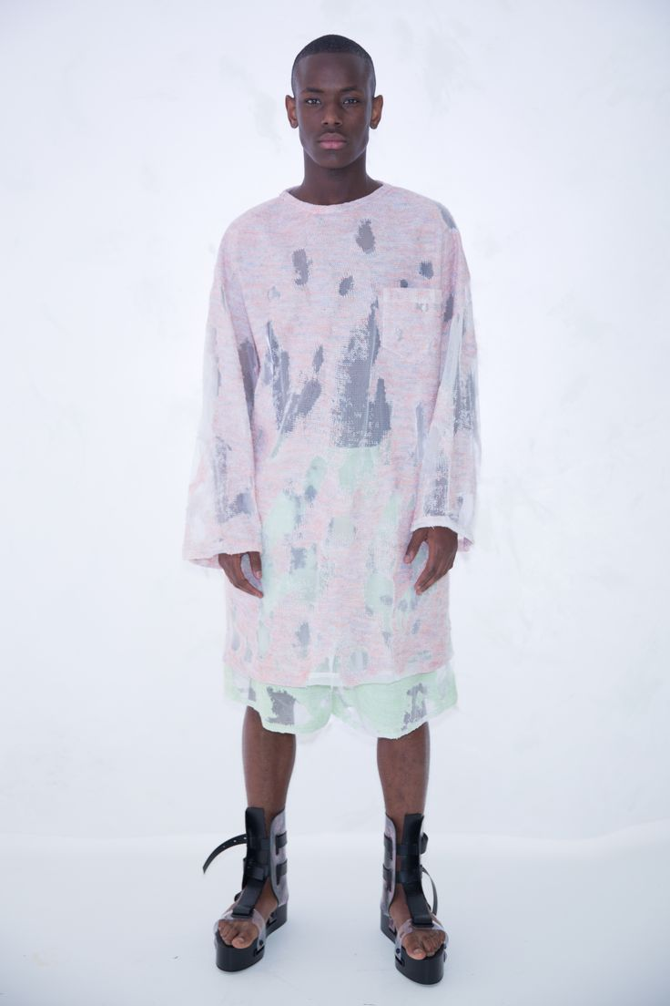 KA WA KEY Spring Summer 2017 London Collections: MEN Experimental sensuous romantic textile on Menswear / Womenswear / Knitwear as an east-meet-west impressionism painting Pink Knit Blouse Mint Green Knit Shorts