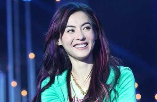 Cecilia Cheung's management company responds to Johnnie To's claims that few directors are willing to cast Cecilia due to her messy personal life.