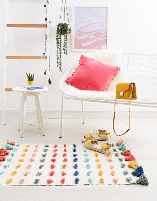 AFFILIATELINK | Teppich bunt mit Pompons, skandinavisch, Design, minimalistisch, …   – Wohnzimmer und Esszimmer