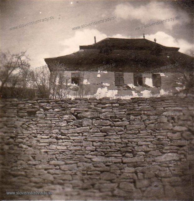 Chrasť nad Hornádom - zemianska kúria, býval v nej aj maliar Jozef Hanula