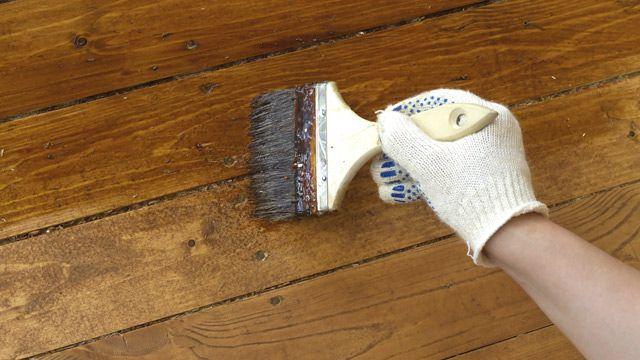 möchten älteres Holz streichen oder lackiertes Holz neu streichen