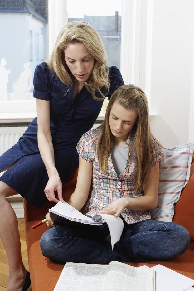 Stupeur ! S'impliquer dans les études de ses enfants serait-il néfaste ? Selon plusieurs études, les aider à faire leurs devoirs pourrait être source de mauvais résultats et génèrerait du stress à l'encontre du système scolaire.