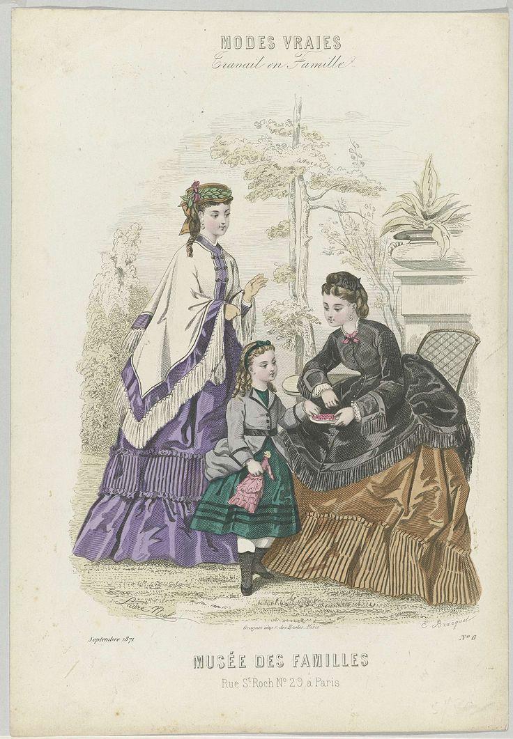 E. Bracquet | Musée des Familles, septembre 1871, No. 6, E. Bracquet, Grognet, 1871 | Twee vrouwen en een kind buiten, de vrouwen zijn gekleed in japonnen met mantel die afgezet zijn met franjes, naar de 'tapisserie'stijl. Het kind draagt een jasje met ceintuur en een rok tot over de knie met laarsjes.. Prent uit het modetijdschrift Musée des Familles (1833-1874).