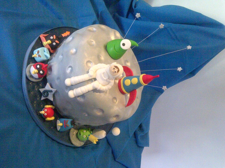 Astronaut on moon cake with Angry Birds by Jean brdacres4foodemporium@yahoo.com