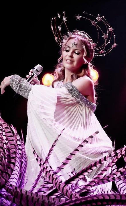 Kylie Minogue performing 'Slow' as part of her Aphrodite Les Folies world tour. Costume and set inspiration taken from Ziegfeld Follies & Ziegfeld Girl films.