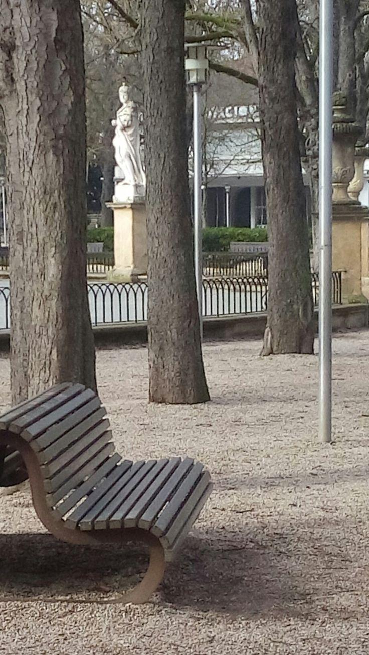 Los bancos de sentarse siempre te esperan... Los otros tambien.