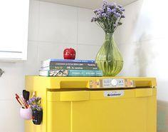 Como pintar uma geladeira velha com rolinho de espuma? Vem pro blog! How to paint a old freezer? In the blog!