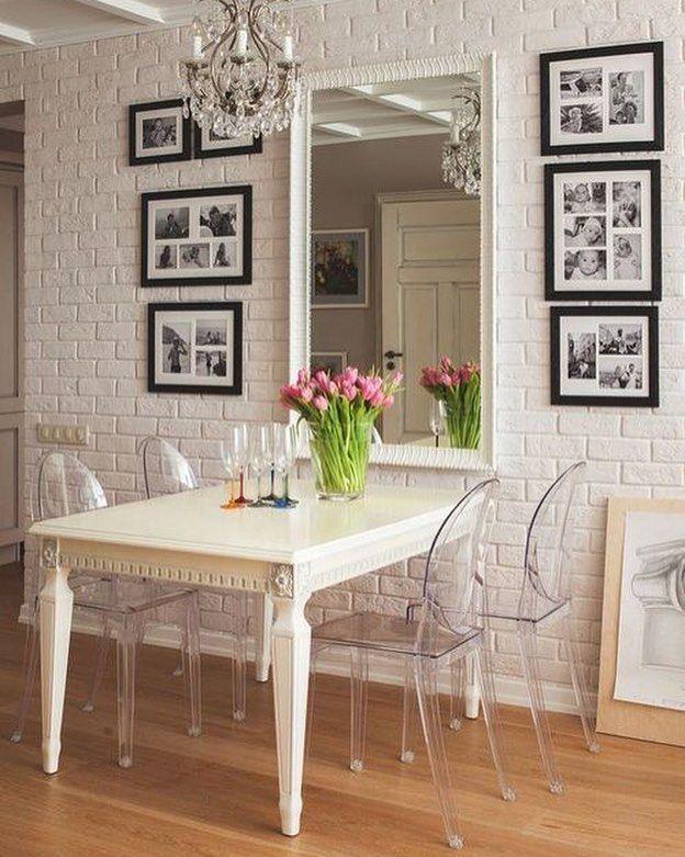 Que tal combinar uma mesa provençal quadrinhos e cadeiras em acrílico? Para um espaço mais romântico essa é a pedida certa.  #decor #decoração #decoration #instadecor #instahome #casa #home #interiordesign #homedesign #homedecor #homesweethome #inspiration #inspiração #inspiring #decorating #decorar #decoracaodeinteriores #cadeira #acrilico
