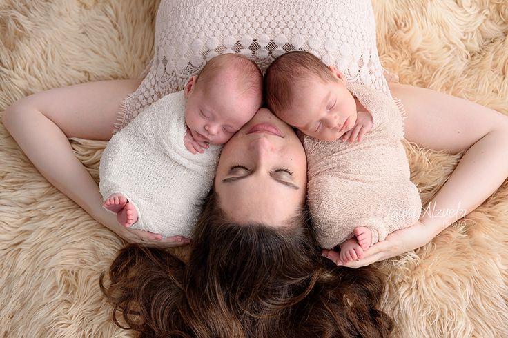 Newborn twins!! #twins #brothers #love #newbornphoto #newbornphotography #fotografianewborn #newbornsp   #workshopnewborn