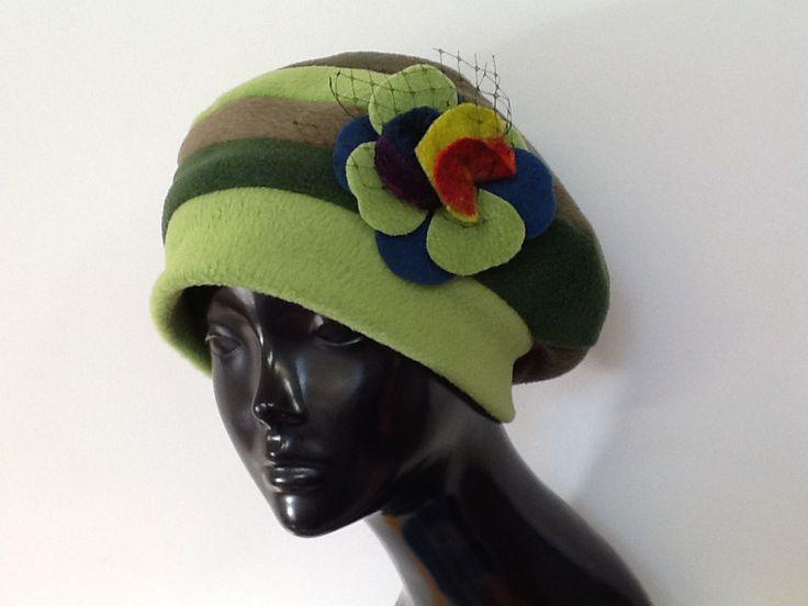 Bonnet créateur en polaire multicolore vert : Chapeau, bonnet par creation-valerie-castets
