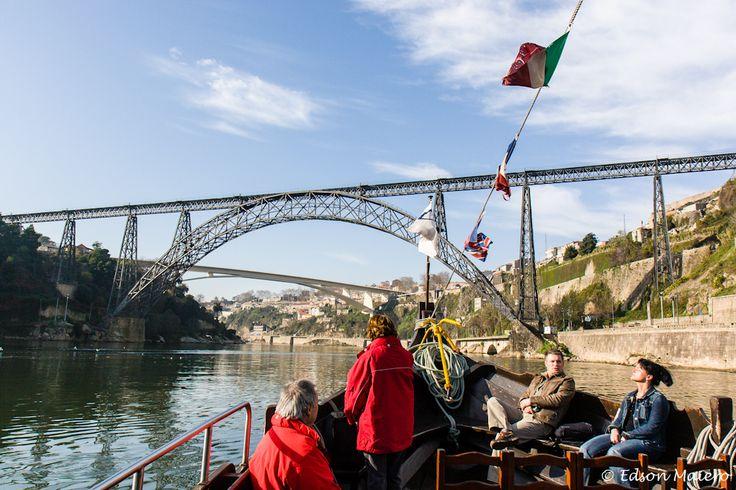 O barco se aproxima das Pontes Maria Pia e Infante Dom Henrique