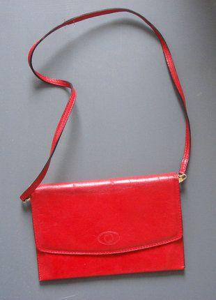 À vendre sur #vintedfrance ! http://www.vinted.fr/sacs-femmes/pochettes/28303658-joli-sac-pochette-vintage-cuir-rouge