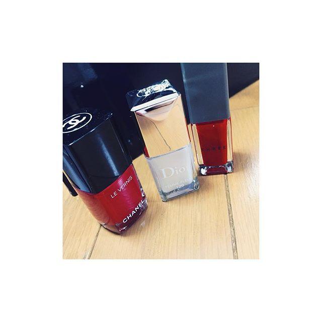 ⁂⁂ 赤×パールは冬ネイルの王道だよね♡  どれも発色が良いしハケが塗りやすい♪ ⁂⁂ #beauty #nail#nails #red#white#Perl #chanel#500#dior#129#three#25#美容#ネイル#ネイルポリッシュ#セルフネイル#爪化粧品#シャネル#ディオール#スリー#赤#白#パール
