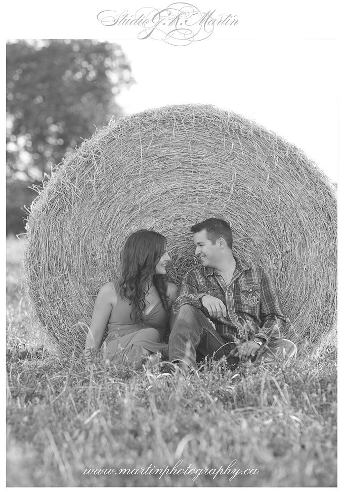 Country farm engagement session - Studio G.R. Martin - Outdoor engagement…