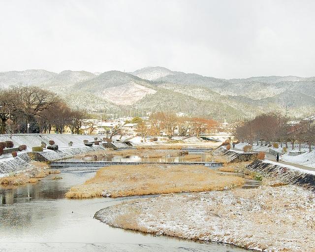 雪の舟形 - 鴨川 / Kamo-gawa River in Winter, via Flickr.