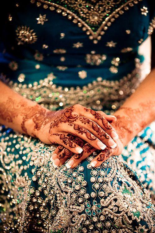 This dress in gorgeous. The henna is beautiful too #henna  #indianfashion #fashionindia