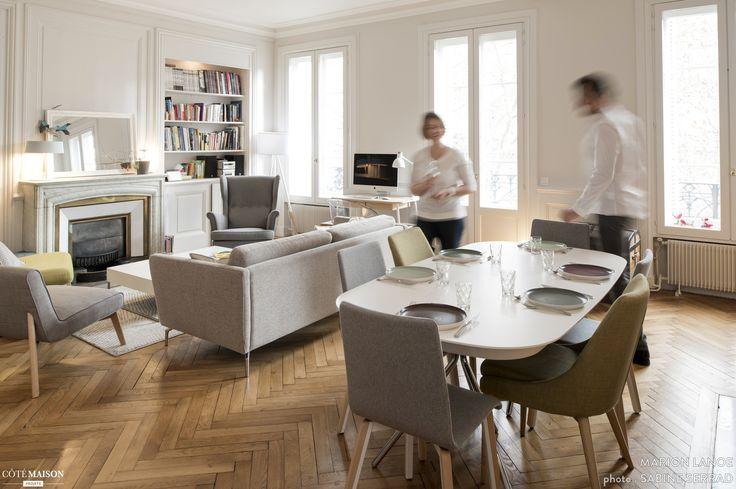 Cet appartement de plus de 100 m2 a été complètement rénové et redécoré pour répondre aux goûts des propriétaires actuels. Un appartement traversant donnant aussi bien côté rue que côté cours. On y retrouve le charme de l'ancien: moulures, hauteur sous plafond, cheminées, parquet ancien…. Un fort potentiel qui avait besoin d'être révélé. La pièce de vie est complètement ouverte et offre des volumes agréables. Plusieurs fonctions se côtoient: salle à manger, salon et cuisine. La chambre du…