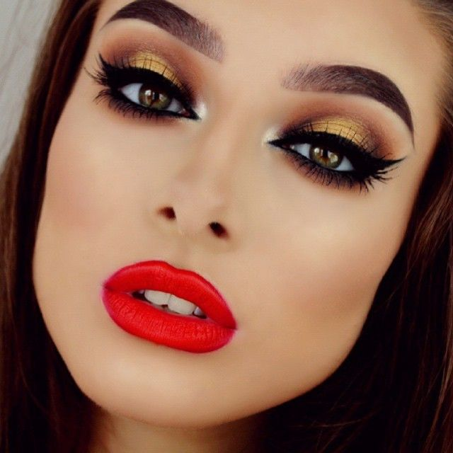 This stunning beauty @jessicarose_makeup is wearing @shophudabeauty lashes in Claudia