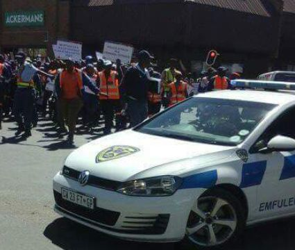 South African police officers stage protest against Nigerians (photos) http://ift.tt/2zlUkXl