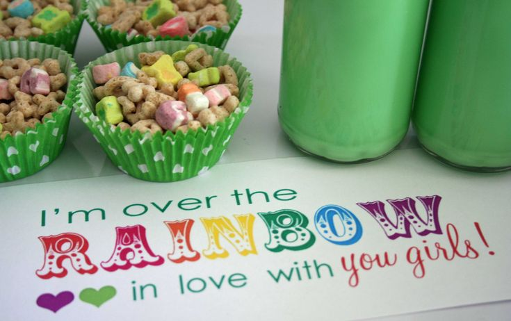 St. Patrick's day fun. Love the cute little sign. Have to do the green milk too!