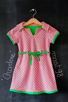 De lente is in het land, dus de kleerkasten van kleine meiden worden aan het weer aangepast.   De combinatie fel roze en groen viel hier i...