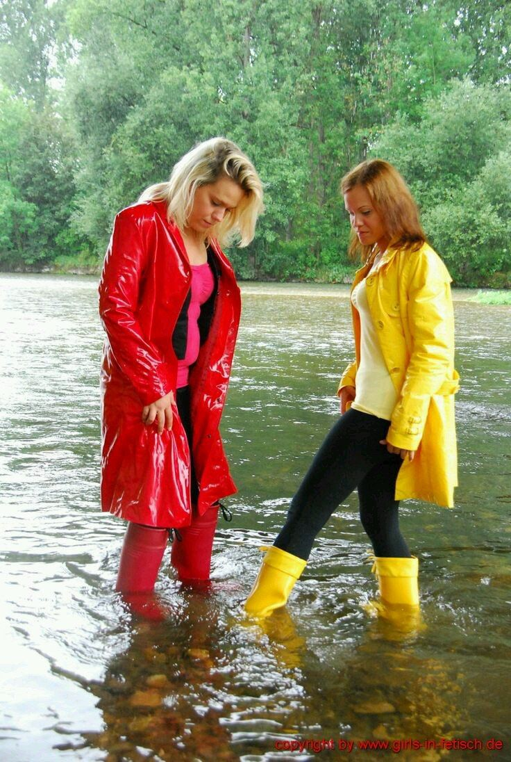 Femmes In Rubber Boots Photo Rain Boots Pinterest