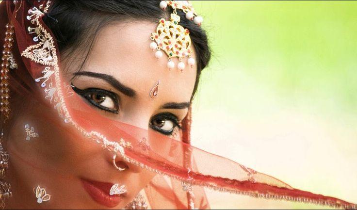Tejas Hemsell. Dancer. Odissi Instructor Shakti Dance School. Auroville. India.by https://www.facebook.com/aurotejas/photos_all