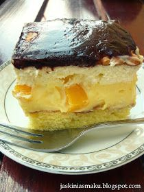 Ciasto z kremem cytrynowo- bananowym, brzoskwiniami i bitą śmietaną