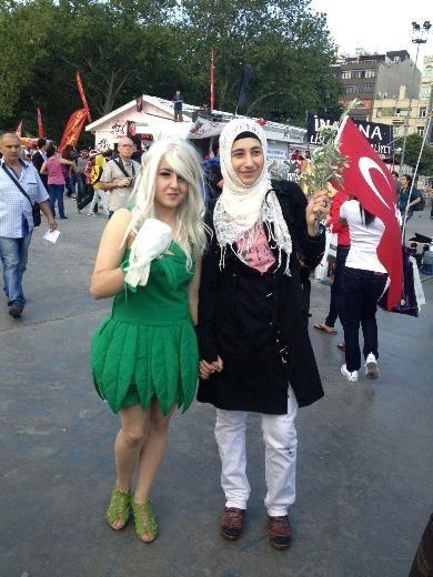Gezi Parkı eylemlerinin diğer yüzü  #OccupyGezi #bubirsivildirenis #OccupyTaksim #SesVerTürkiyeBuÜlkeSahipsizDeğil