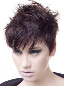 Taglio-capelli-corti-per-viso-tondo-2012-con-frangia-leggera-e-disordinata.jpg (250×332)
