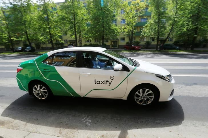 Taxify takes on Uber in crowded London taxi-hailing market    FRANKFURT (Reuters) - Estonian start-up Taxify is to go head to head with Uber [UBER.UL] in London's highly competitive taxi-hailing market, and also has Paris in its sights.   http://feeds.reuters.com/~r/reuters/technologyNews/~3/4iT84qgDvWQ/taxify-takes-on-uber-in-crowded-london-taxi-hailing-market-idUSKCN1BF1RK