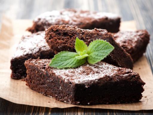 - 200 g de chocolat à cuire Fondant au chocolat - 100 g de beurre - 100 g de sucre - 5 oeufs  - 4 cuillères à soupe rases de farine
