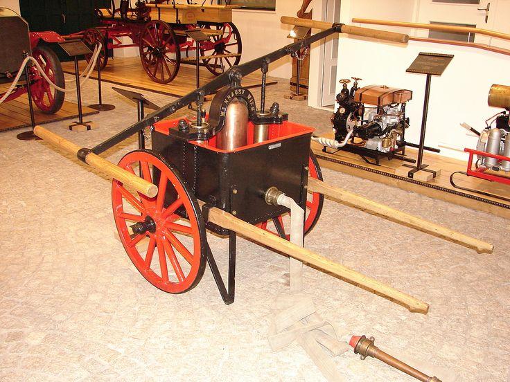 Historická technika-kárová stříkačka - Historická technika-kárová stříkačka