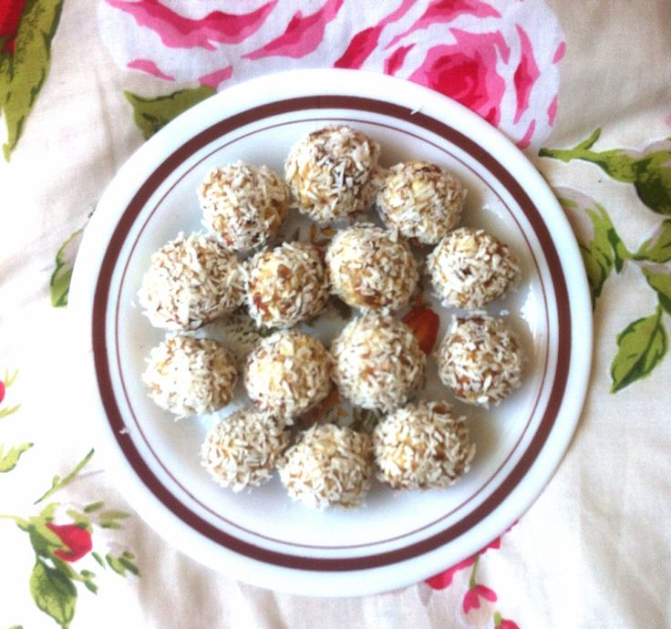 Raw coconut, almond and dates candy