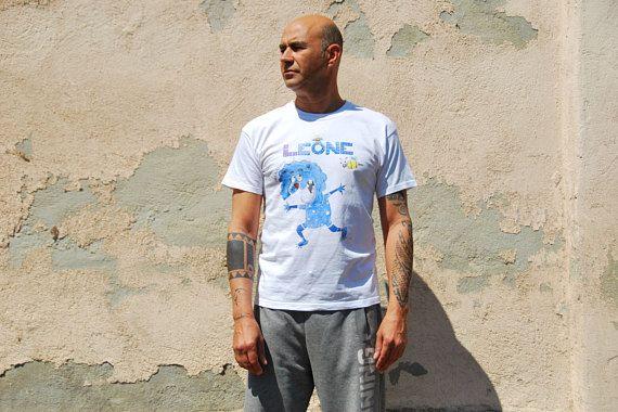 #t-shirt #uomo/ #donna/ #bambino con segno zodiacale #leone/ #pesci  #zodiaco #zodiac #maglia #etsy #illustrazioni #artigianato #italy    https://www.etsy.com/it/listing/534263885/t-shirt-uomodonnabambino-con-segno?ref=related-2